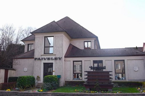 Large_Faiveley_house